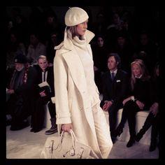 @Alice Cartee and Penny Kardashian wearing an all white cachemire look at #RalphLauren #Fall2014 #NYFW #karliekloss (à Ralph Lauren Fashion Show)
