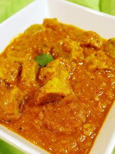 """Recette indienne Gatta curry en vidéo Bonjour et bienvenue dans mon blog cuisine. Aujourd'hui nous allons cuisiner un """"Gatta curry"""". C'est une recette qui se divise en deux parties : tout d'abord nous allons préparer des rouleaux de farine de pois chiche,..."""