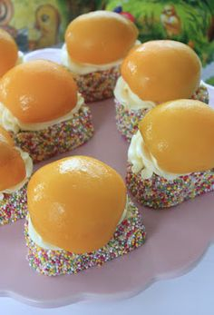 12 ST INGREDIENSER RULLTÅRTA: 3 ägg 1 1/2 dl socker 3/4 dl potatismjöl 1/4 dl vetemjöl 1 msk vaniljsocker 1 tsk bakpulver FYLL...