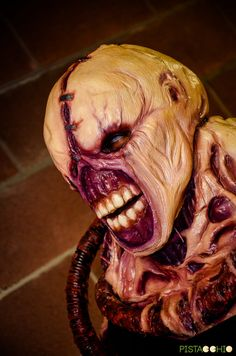 Costume of Nemesis B. from Resident Evil serie Photo courtesy of: [link] Nemesis Resident Evil Nemesis, Jill Sandwich, Amazing Cosplay, Big Family, Best Games, Horror, Halloween Face Makeup, Video Games, Ideas