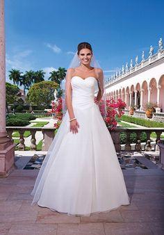 Elfenbeinfarbenes A-Linien Brautkleid mit asymmetrisch geraffter Corsage aus…