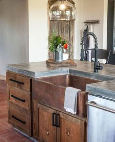 Sharing some gorgeous copper sink inspiration this morning! This beauty of a kitchen was featured on @hgtv's Fixer Upper...I'm smitten with the copper paired with warm wood, cement countertops and glass pendant. If you love the look of a copper farmhouse sink, hop a few posts back in my feed to enter to win one from @sinkology. Today's the last day, so get your entries in by 8 pm ET. Happy St. Patty's Day, friends!