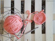 Diy Paula: Hviezda z pasce (háčkovanie XL) Diy Crochet Toys, Crochet Earrings, Projects To Try, Deco, Color, Crochet Stars, Crocheted Toys, Throw Pillows, Crochet Circles