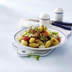 Unser beliebtes Rezept für Gebratene Gnocchi mit Sommergemüse und mehr als 55.000 weitere kostenlose Rezepte auf LECKER.de.