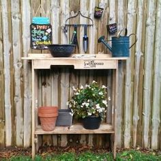 ONE Pallet Project |Easy Potting Table