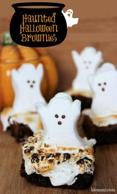 These spooky ghost brownies are just the thing you need to serve at your Halloween Party! Ghost Brownies These fun and easy Haunted Halloween Ghost Brownies are sure to please all your guests both Plat Halloween, Halloween Goodies, Halloween Food For Party, Halloween Desserts, Halloween Ghosts, Halloween Treats, Halloween Camping, Halloween Dishes, Happy Halloween