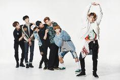 bts 2017 groupe | Les BTS revisitent leurs anciens costumes de scène pour le ...
