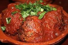 This is the best homemade Italian meatball recipe. Big, juicy meatballs that are so flavorful. Offering many authentic Italian recipes to choose from Best Italian Meatball Recipe, Homemade Italian Meatballs, Best Italian Recipes, Homemade Meatball Recipes, Spagetti And Meatball Recipe, Authentic Italian Recipes, Homemade Bolognese, Meatball Subs, Bolognese Sauce