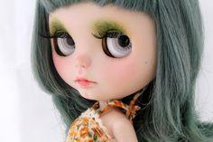 Silvana by LaVir: Simply Lilac RBL Blythe doll with green por LaVir