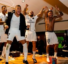 PSG's Neymar and Dani Alves celebrate win over Liverpool with dance Presnel Kimpembe, Kylian Mbappe Alves and Neymar celebrate in the dressing room Football Neymar, Football Squads, Football Boys, Baseball Bats, Neymar Pic, Messi And Neymar, Lionel Messi, Football Players Images, Soccer Players