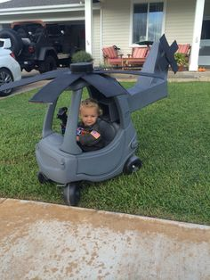Little Tykes made into a helicopter for Halloween! First Halloween, Family Halloween Costumes, Baby Costumes, Halloween Kids, Cozy Coupe Makeover, Little Tykes, Halloween Disfraces, Diy For Kids, Kids Toys