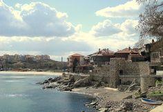 Вечният и древен град Созопол е един от най-старите градове по българските земи. Със сигурност може да се каже, че той е също така най-старият от всички други градове, разположени по нашите брегове на Черно море.    Учените-изследователи сочат, че първите обитатели на земите около сегашния Созопол са имали селище тук, на това място още преди 6000 години