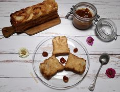 Cake aux pommes, poires, lait ribot et caramel au beurre salé – Linou Cuisine French Toast, Breakfast, Food, Greedy People, Pears, Morning Coffee, Essen, Meals, Yemek