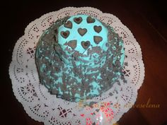 Tarta de chocolate con frosting azul de queso