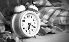 ¿Te ha pasado alguna vez? Te despiertas, miras el reloj y faltan solo un par de minutos para que suene la alarma. Seguro que sí, en caso contrario, algo no va bien en tu descanso.