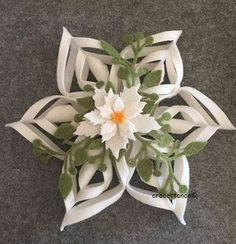 Christmas star : tutorial by giuseppina ceraso https://crocettando.wordpress.com/2016/10/22/stella-di-natale-in-pannolenci-tutorial/