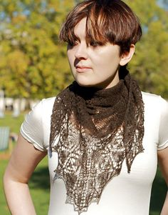 Free+Knitting+Pattern+-+Women's+Shrugs,+Wraps+&+Capes:+Boscobel+Leaf+Lace+Shawl