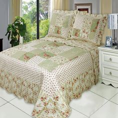 Shop oversized Chic shabby romantic roses patchwork printed quilt coverlet bedding set at an affordable price from Luxury Linens 4 Less - Buy Online Now! Coverlet Bedding, Bedding Sets, Pillow Shams, King Comforter, Comforters, Pillow Cases, Sweet Home, Shabby Chic Bedrooms, Cool Beds