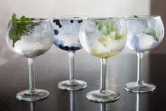 IS gin and tonic good for your digestion? That's according to Spanish biology professor and food technology expert Javier Morallon. Gin And Tonic Glasses, Gin Glasses, Bebida Gin, Gin Tonic Recetas, Gin Tasting Experience, Cocktail Drinks, Alcoholic Drinks, Gin Goblets, Cocktail
