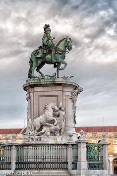 Lisboa (Praça do Comércio) by ivan capelo, via 500px