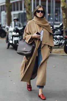 Wear 20 Street Style Outfits this Winter - Stil Mode - Winter Mode Italian Street Style, Nyc Street Style, European Street Style, Street Style Outfits, Spring Street Style, Cool Street Fashion, Mode Outfits, Street Style Looks, Street Chic