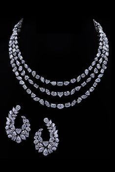 Fulfill a Wedding Tradition with Estate Bridal Jewelry Graff Jewelry, Indian Jewelry Earrings, Fancy Jewellery, Stylish Jewelry, Luxury Jewelry, Jewelry Necklaces, India Jewelry, Jewellery Designs, Pendant Jewelry