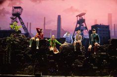 Das Musical erzählt vor dem Hintergrund der Fußball-WM 1954 eine bewegende Vater-Sohn-Geschichte. Ein Musical über die Kraft der Familie, einen kleinen Jungen mit großen Träumen und den Moment, der unser Land für immer veränderte...  Das #WundervonBern #Musical #Hamburg #Theater #Show #Elbe #Hafen #Stage #Entertainment #StageEntertainment #1954 #WM54 #WM1954 #Weltmeister #Deutschland Das Wunder Von Bern, Theatre Costumes, Entertainment, Musicals, Around The Worlds, Fantasy, Concert, Stage, Lighting Ideas