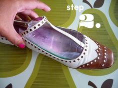 Water expands as it freezes… and as the water expands inside the Ziplock bag that is inside the shoe, it will stretch the shoe with it!  Genius!