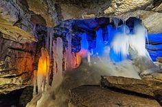 Grotte touristique de Koungour dans le Kraï de Perm (Russie)