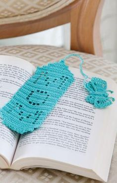 Crochet Bookmark for Mom free pattern.