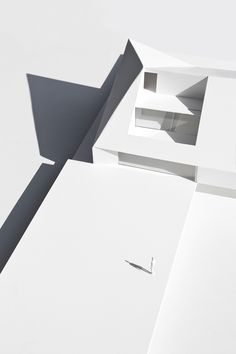 fran silvestre defines home extension with dramatic angular roofline in brussels Valencia, Arch Model, Co Design, Brussels Belgium, House Extensions, Architecture Models, White Space, Scale Models, Architects