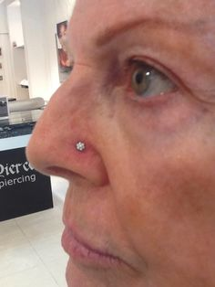 Anatometal flower top on this amazing nostril piece!
