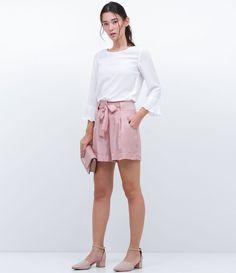 Bermuda feminina  Acetinada  Com amarração  Marca: A-Collection  Tecido: poliéster  Composição: 56,38% poliéster, 43,62% viscose  Modelo veste tamanho: 36       COLEÇÃO VERÃO 2017     Veja outras opções de    bermudas femininas.