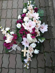 dušičky Ikebana, Floral Wreath, Wreaths, Home Decor, Homemade Home Decor, Door Wreaths, Deco Mesh Wreaths, Garlands, Floral Arrangements