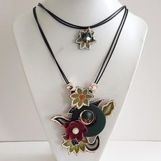 Handmade Red Paper Flower with Green Circular Wood and Embroidered Green Batik Flowers 2 Layer Necklace, Handmade Jewelry, Gift for Women Red Paper, Handmade Accessories, Paper Flowers, Collars, Awesome, Unique Jewelry, Handmade Gifts, Green, Etsy