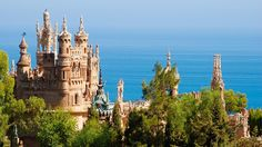 The Colomares Castle known locally as 'Castillo de Colomares' in Benalmadena is one of the most fascinating tourist attractions on the Costa del Sol San Salvador, Granada, Benalmadena Spain, Monuments, Spanish Culture, Spain Holidays, Reisen In Europa, Fairytale Castle, Travel Goals