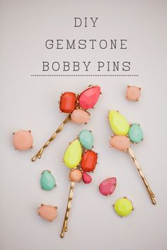 DIY Gemstone Bobby Pins // Turn jewelry bits n pieces into hair accessories Diy Craft Projects, Diy Maquillage, Beaded Beads, Do It Yourself Inspiration, Diy Accessoires, Do It Yourself Fashion, Barrettes, Ideias Diy, Crafty Craft