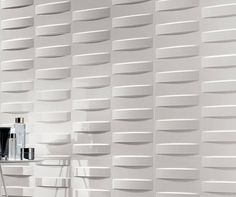 La cerámica con volumen permite jugar con la luz hasta el punto de crear una sugestión visual e incluso táctil. #neocerámica #3d #volumen #interiorismo