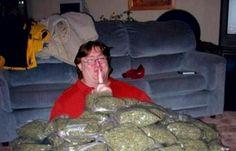 gabes doin all that dank kush shit Happy 420, Half Life, God Pictures, Funny Games, Laughing So Hard, Trending Memes, Poster, Jokes, Gaming