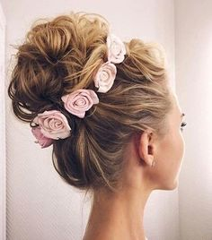 Image discovered by Karolaine. Find images and videos about hair, flowers and wedding on We Heart It - the app to get lost in what you love.