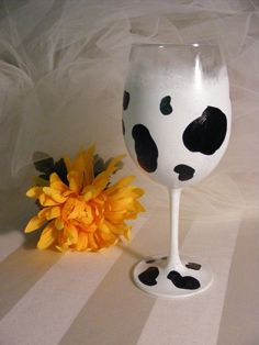 cow print wine glass - perfect for a Holy Cow birthday! Can be personalized for that special birthday or any other Holy cow! Cow Craft, Wine Glass Designs, Barnyard Party, Hand Painted Wine Glasses, Cow Kitchen, Cow Birthday, Special Birthday, Diy Crafts, Crafty