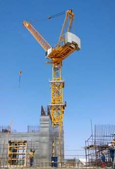 Liebherr - Four Liebherr tower cranes building the tallest building in the world in Jeddah, Saudi Arabia