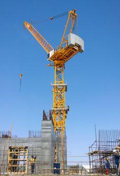 Liebherr - Four Liebherr tower cranes building the tallest building in the world in Jeddah, Saudi Arabia