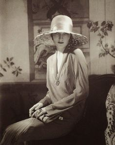 Chapeau par Lanvin, Vogue, 1928 // by Edward Steichen