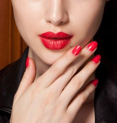 Red lips - red nails