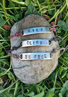 Wandern Sie, Klettern Sie oder werden Sie freie Bettelarmband mit Hanf-Cord