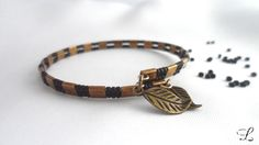 Bracelet ruban en fil mémoire Lilyperles.D Perles Tila bronze mat et rocailles Miyuki noir mat. Feuilles en bronze.