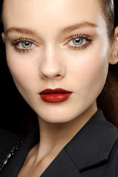 Perfect definition foundation, red lips
