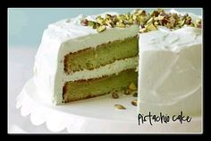 This pistachio cake is easy, delicious, and unique! It has a strong pistachio flavor and a delicious creamy frosting. Recipe With Pistachio Pudding, Pistachio Cake, Cake Mix Recipes, Dessert Recipes, Pudding Desserts, Delicious Desserts, Yummy Food, Best Cake Mix, Pear Cake