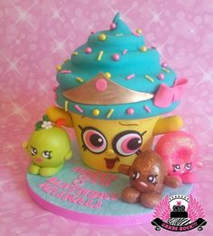 For a little girl who looooves Cupcake Queen, & a host of other Shopkins, so we fit as many on the board as we could. The giant cupcake is Cream Cheese pound cake with white chocolate buttercream filling, buttercream icing on the top &. Cupcake Queen Shopkins, Shopkins Birthday Cake, Shopkins Cake, Birthday Cakes, Big Cupcake, Giant Cupcake Cakes, Cupcake Ideas, Fete Shopkins, Cake Pops